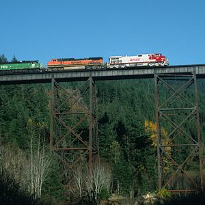 BNSF 797 Crosses the Green River