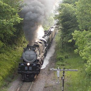 UP 3985 steaming thru Inver Grove, MN