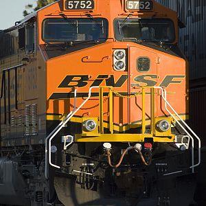 BNSF 5752 - ES44AC - M J  Scanlon   RailroadForums com