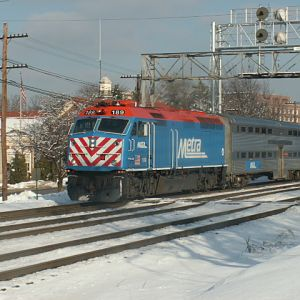 Metra 189 passing the Signals