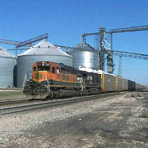 BNSF 7322 heads through Ransom