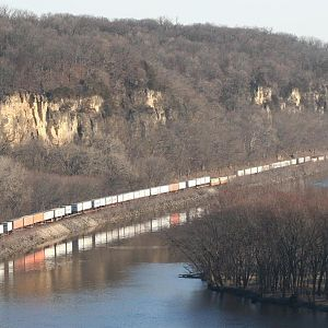 BNSF along the Mississippi