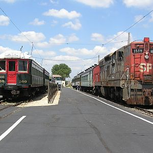 SP 1518 and North Shore Line 160 meet
