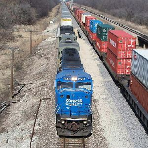 Conrail 6725 heads through Elwood