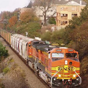 Southbound BNSF 5466