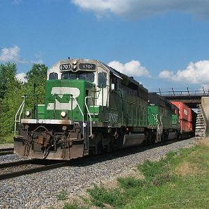 BN 6707 heads through Galesburg
