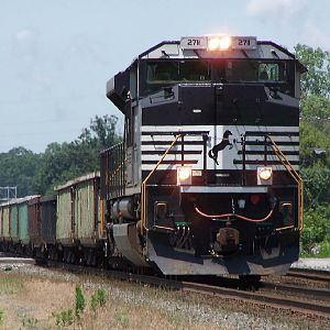 NS SD70M-2 2711 heads through Chesterton