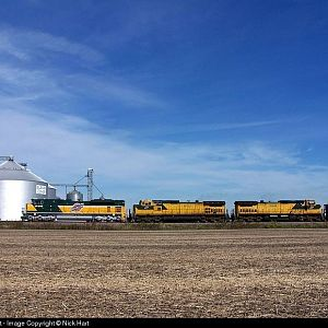 UP/CNW 1995, CNW 8701 and CNW 8646 at Elburn, Illinois on October 8th, 2006