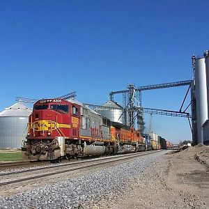 Santa Fe Warbonnet SD75M #8208 at Ransom, Illinois on October 14th, 2006