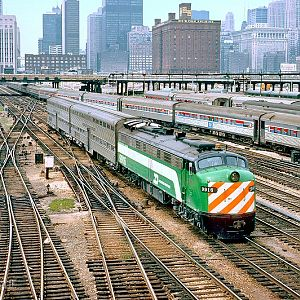BN E9A 9916 and commuter train at Chicago, IL