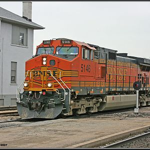 BNSF #5146 Passes the tower at Joliet's Union Station