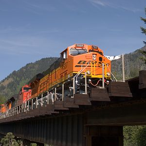 BNSF 7537 Crossing Nason Creek