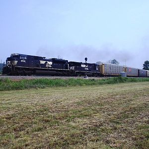 SD70M-2 at Bowen