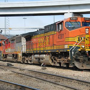 BNSF 4381 passes Tower 55