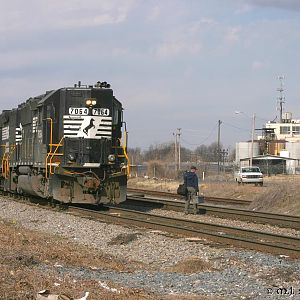 CN/NS Crew Change - NS 7064 - GP50 - M.J. Scanlon
