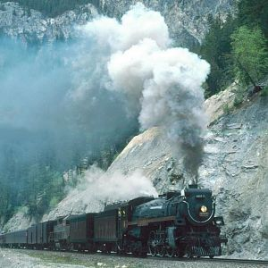 CP Hudson 2816 heads along the Kicking Horse River