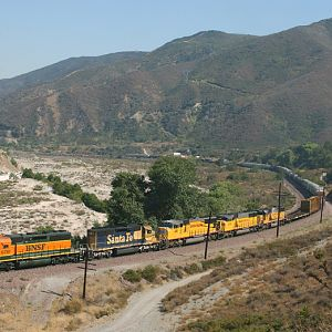 BNSF leads UP at Blue Cut