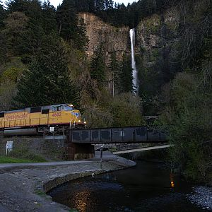 Multnomah Falls & Union Pacific 4682