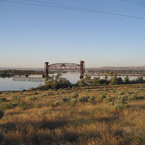 BNSF Ainsworth Jct (WA) draw bridge