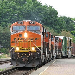 BNSF 7266 mixed freight