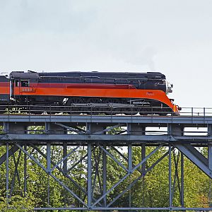 SP 4449 starts across the bridge in Niles, Michigan