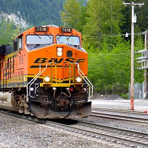 BNSF 7618 Westbound at Scenic, WA