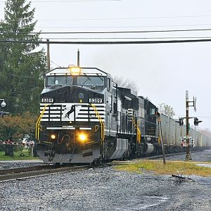 NS H39 crew on 12G southbound train