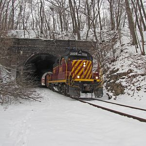 Allegheny Valley #2008 coming through the tunnel in Glenshaw