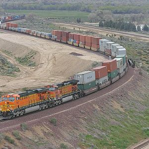 BNSF 7667 at Frost