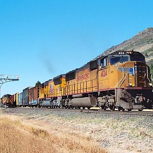UP 4124 South at Modoc Point, OR - August 29, 2004